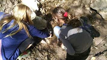 Middle Schoolers Explore River Health